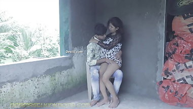 DESI SNEHA & RAJ KISSING N SUCKING outdoor