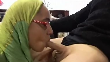 Arabian Muslim Girl in Green Islamic Hijab sucks small Three Inch Arab Dick