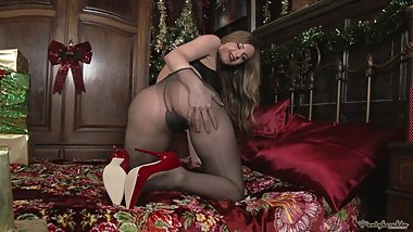 Pantyhosed4U Stella Cox - Designer heels and holiday hose!