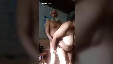 Desi college girl fuck by her bf at hotel room